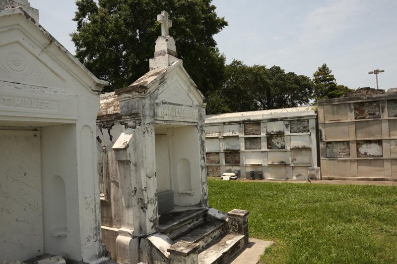 New-Orleans-Louisiana-St-Augustine-Cemetary-II-2.jpg