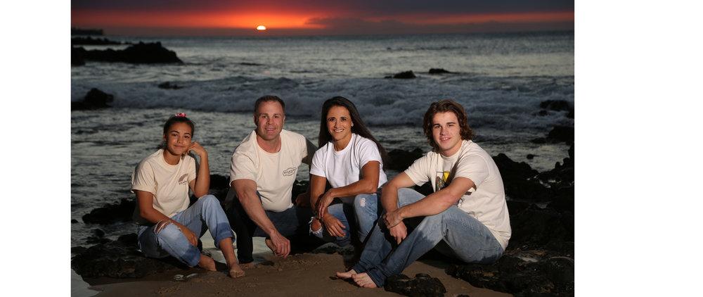hawaii family photo during sunset Oregon destination photographer bruce berg.jpg