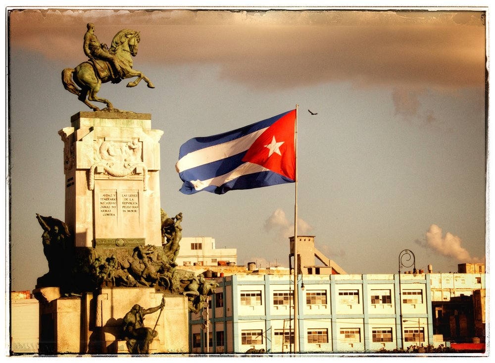 Many national monuments to heroes of the Revolution with the Cuban flag.