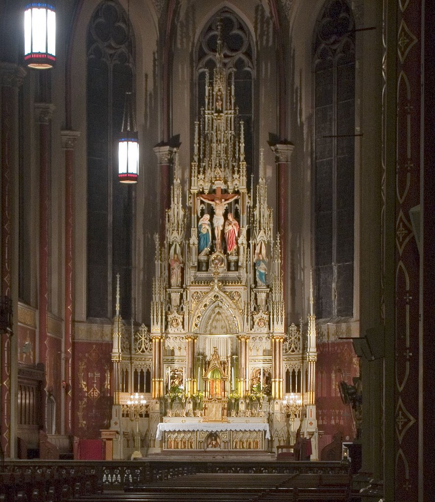 The High Altar and the reredos, the ornate screen behind the altar, are in a large apse. Smaller apses on the sides of the main apse feature altars to the Blessed Mother and to St. Joseph.