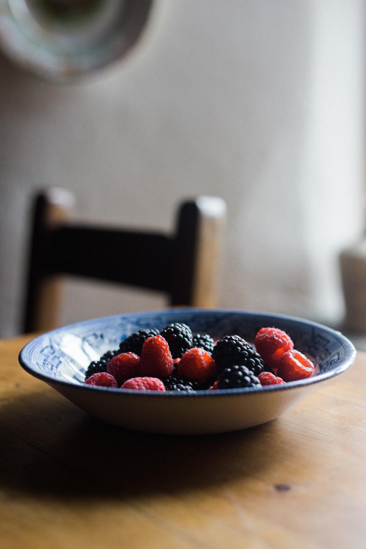 Berries in an Irish Cottage by Cleveland Wedding Photographer Matt Erickson Photography