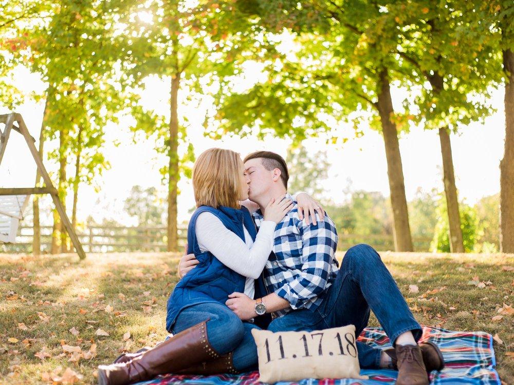 Cozy Fall Engagement Photos by Cleveland Wedding Photographer Matt Erickson Photography