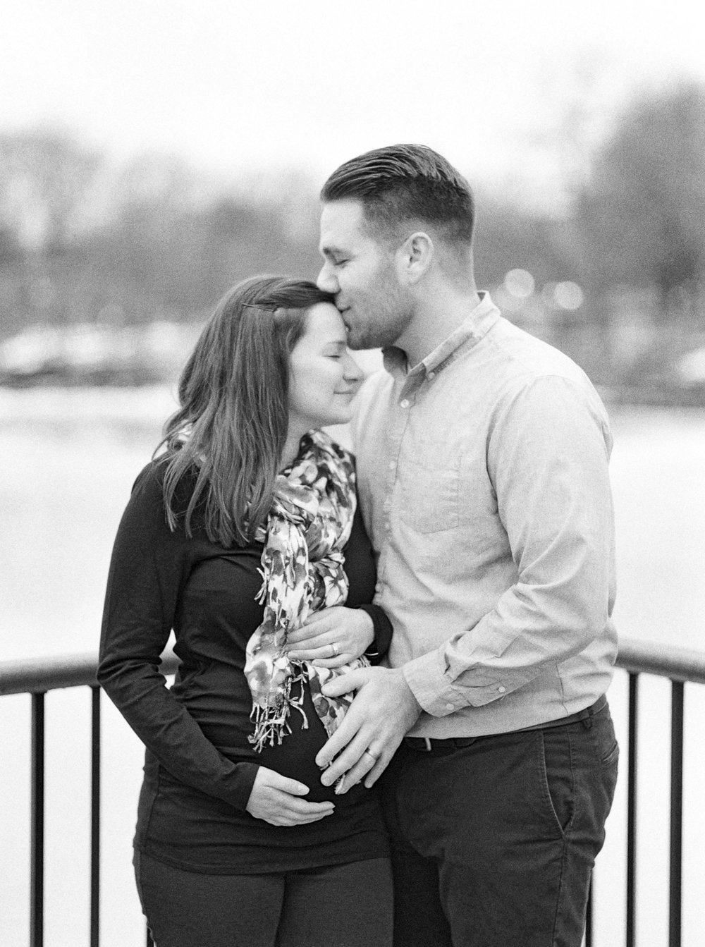 Coe Lake Maternity Photos by Cleveland Wedding Photographer Matt Erickson Photography