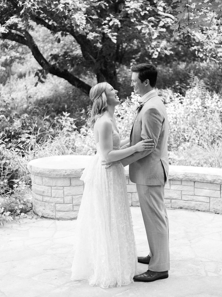 matt-erickson-photography-chicago-garden--independence-grove-wedding-photos-6.jpg