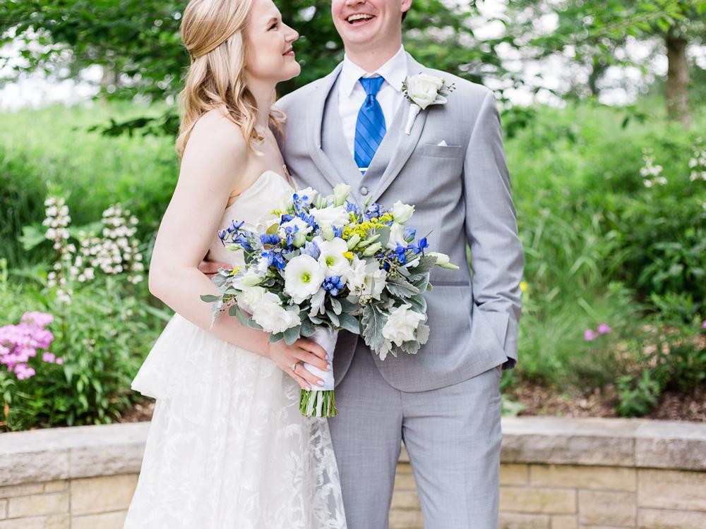 matt-erickson-photography-chicago-garden--independence-grove-wedding-photos-10.jpg