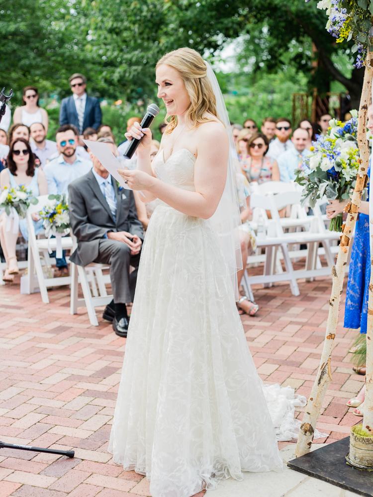 matt-erickson-photography-chicago-garden--independence-grove-wedding-photos-22.jpg