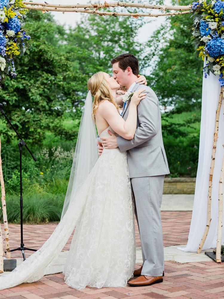 matt-erickson-photography-chicago-garden--independence-grove-wedding-photos-24.jpg