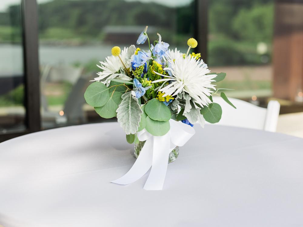 matt-erickson-photography-chicago-garden--independence-grove-wedding-photos-26.jpg