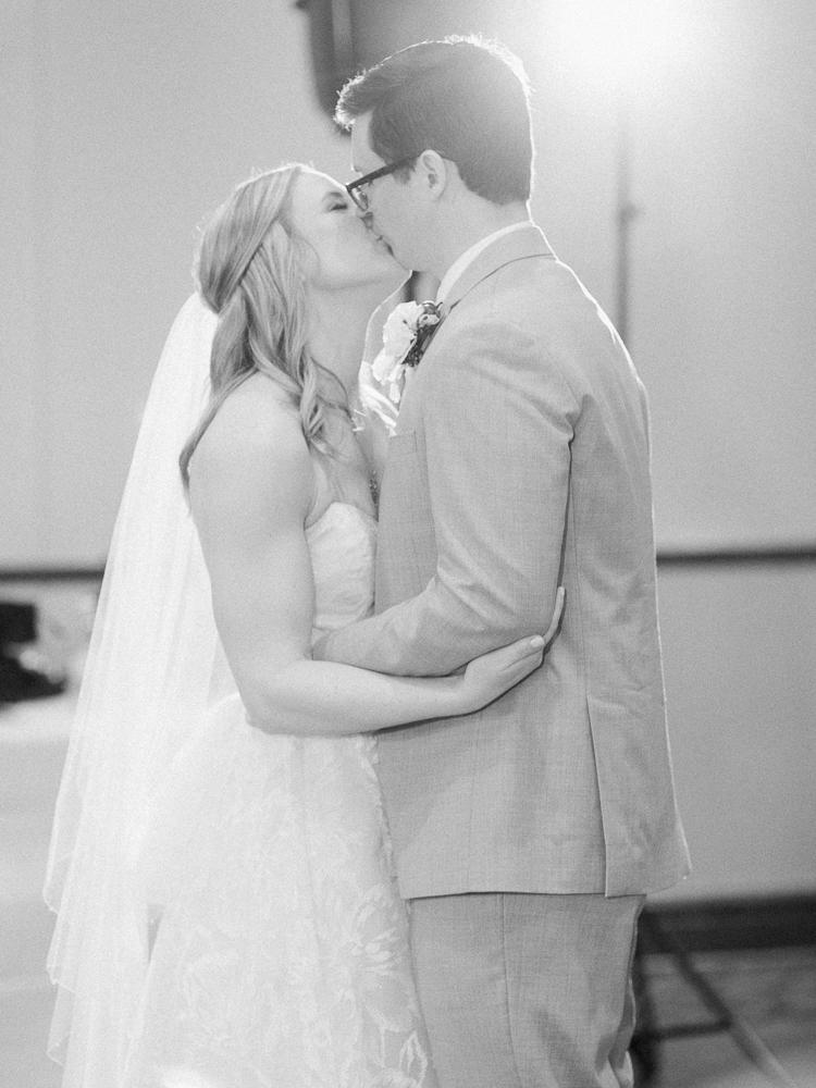 matt-erickson-photography-chicago-garden--independence-grove-wedding-photos-28.jpg