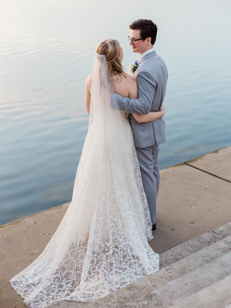 matt-erickson-photography-chicago-garden--independence-grove-wedding-photos-29.jpg