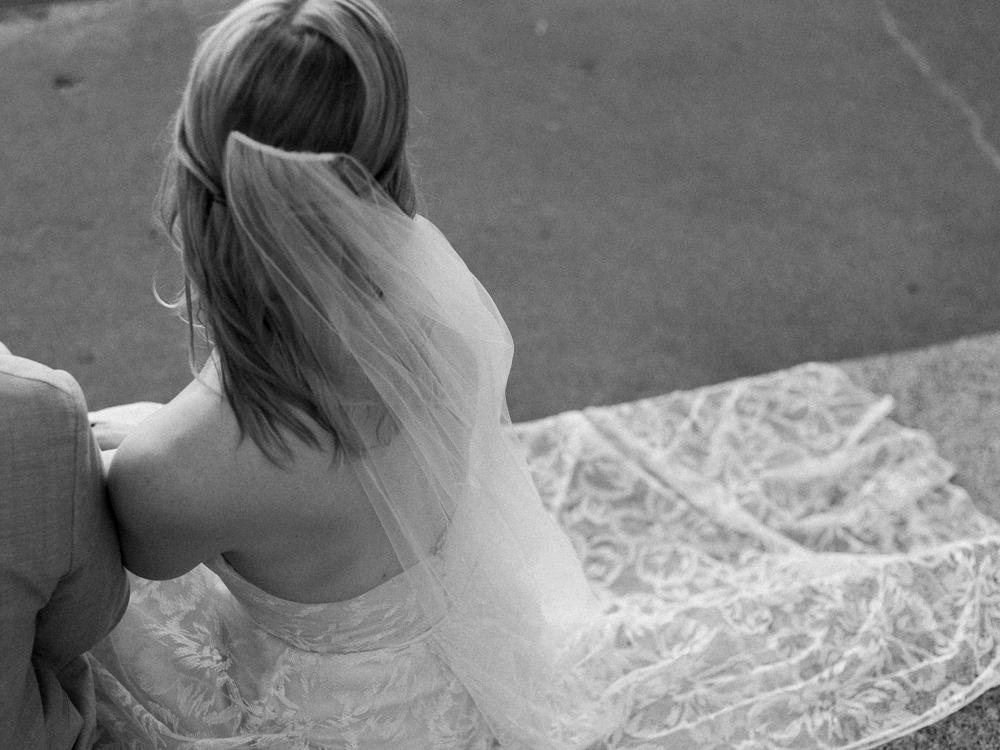 matt-erickson-photography-chicago-garden--independence-grove-wedding-photos-32.jpg