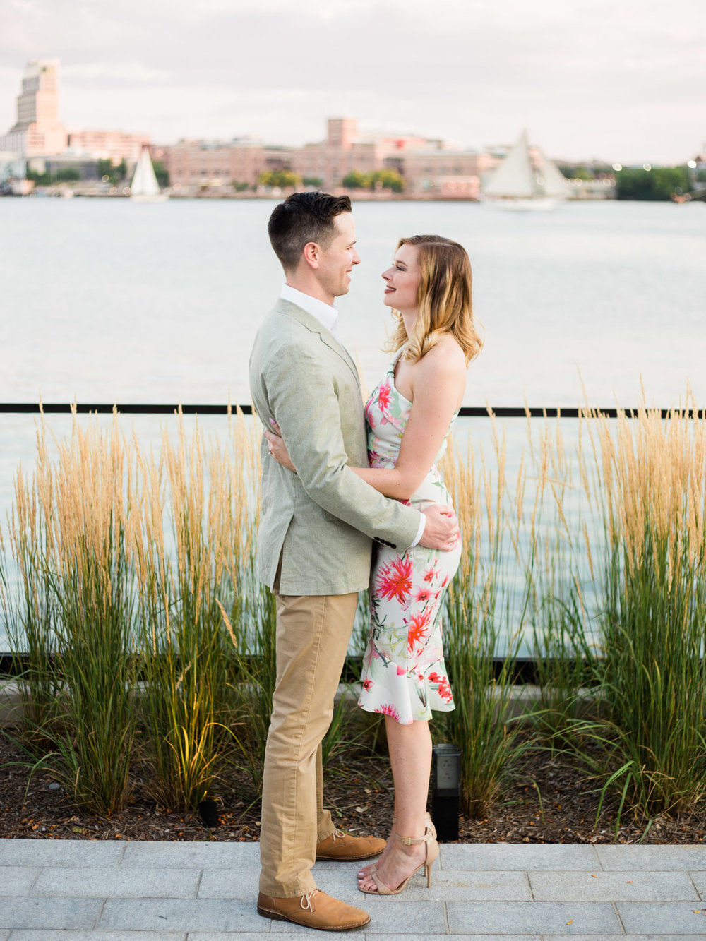 baltimore-harbor-engagement-photos-by-matt-erickson-photography-14.jpg