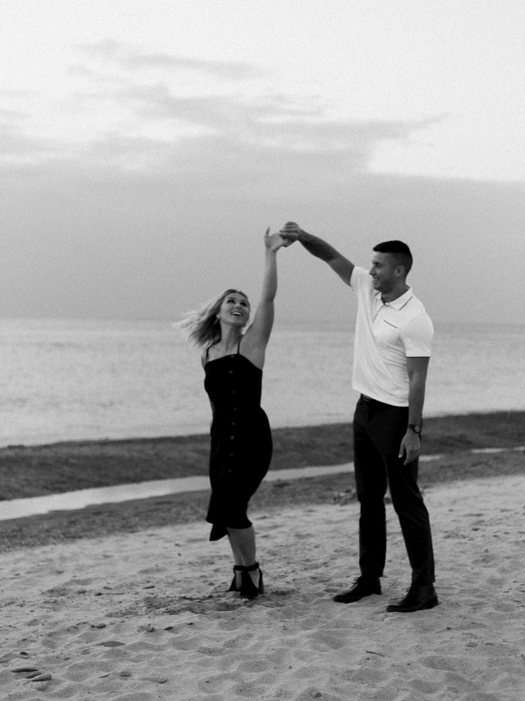 romantic-lake-erie-engagement-photos-by-matt-erickson-photography-14.jpg