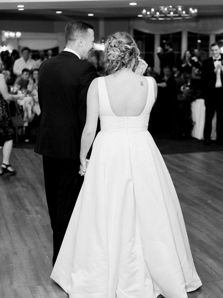cleveland-yacht-club-wedding-photos-by-matt-erickson-photography-17.jpg
