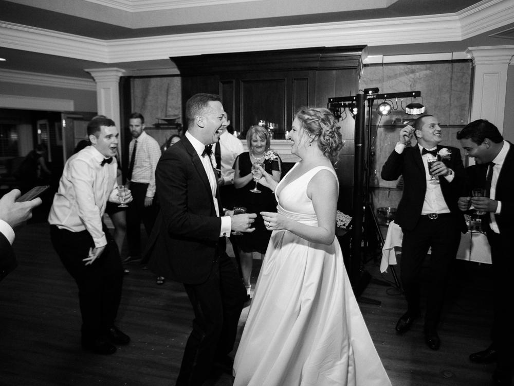 cleveland-yacht-club-wedding-photos-by-matt-erickson-photography-19.jpg
