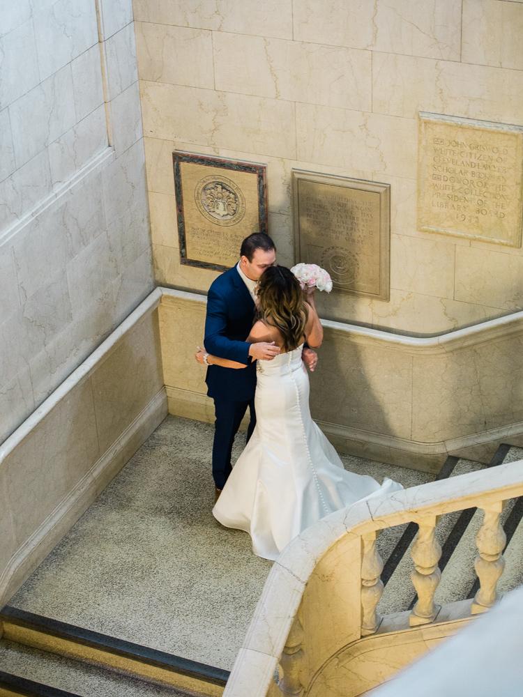 ritz-carlton-luxury-cleveland-wedding-photos-by-matt-erickson-photography-7.jpg