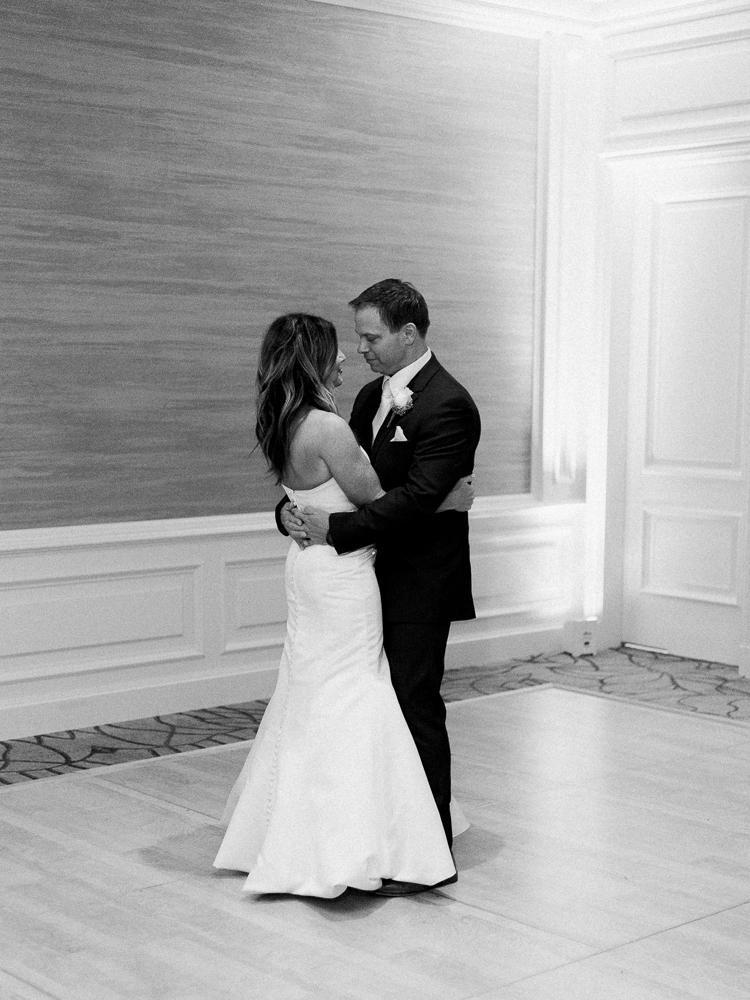 ritz-carlton-luxury-cleveland-wedding-photos-by-matt-erickson-photography-52.jpg