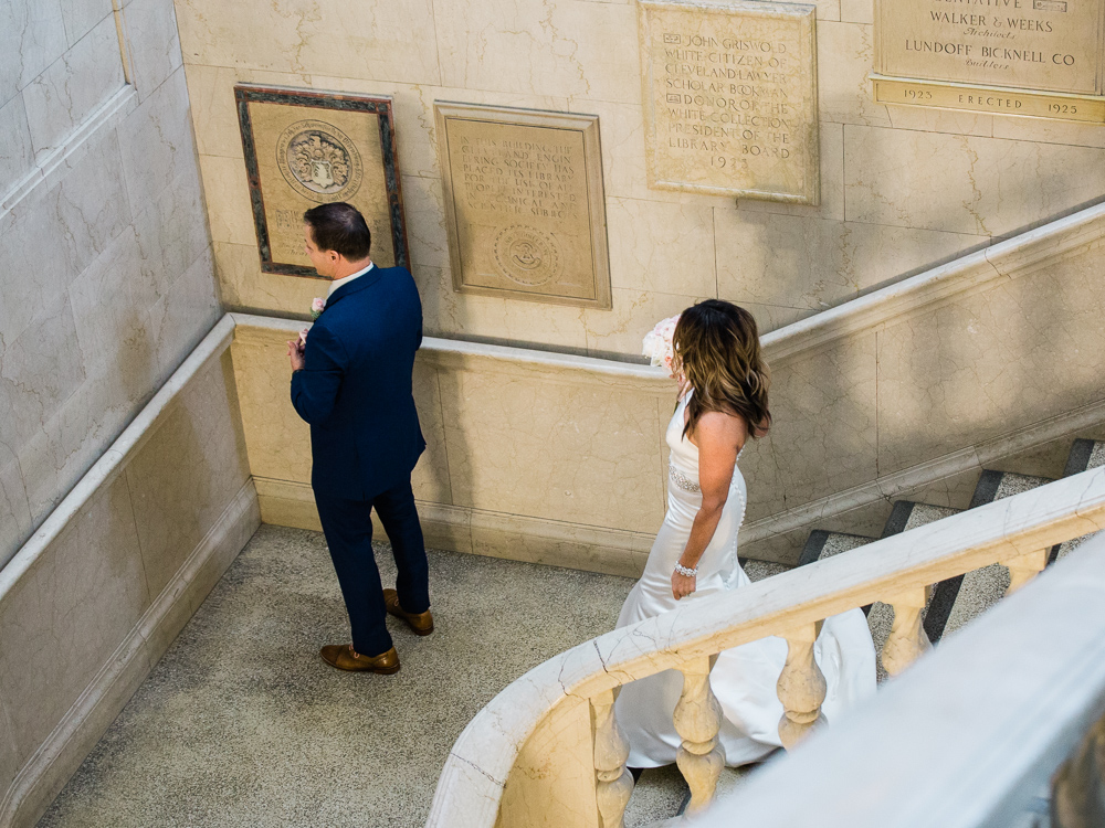 ritz-carlton-luxury-cleveland-wedding-photos-by-matt-erickson-photography-5.jpg