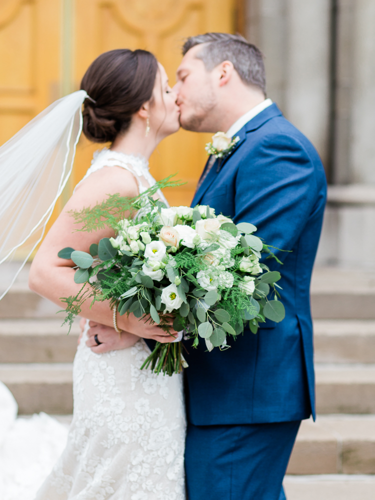 romantic-cleveland-christmas-wedding-photos-by-matt-erickson-photography-24.jpg