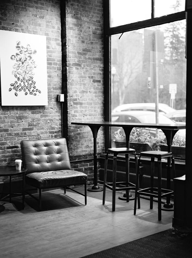 chagrin-falls-coffee-shop-engagement-photos-matt-erickson-photography-33.jpg