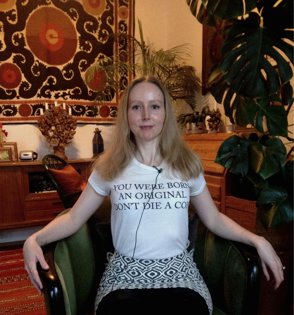 RETT OPP OG NED: Alexandra Bothorp (35) planlegger sin egen begravelse - uten å vite mer enn de fleste av oss om når den inntreffer.Foto: Cathrine Hasselberg.