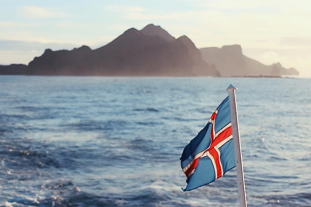 LITA ØY, STORT PROBLEM: Var det et forsøk på å fortie voldtektsproblematikken? Det spørsmålet stilte mange islendinger da politimesteren påVestmannaeyjar i fjorforsøkte å legge lokk på at det skjedde voldtekter på festivalen Þjóðhátíð. Foto: Kristine Hoff