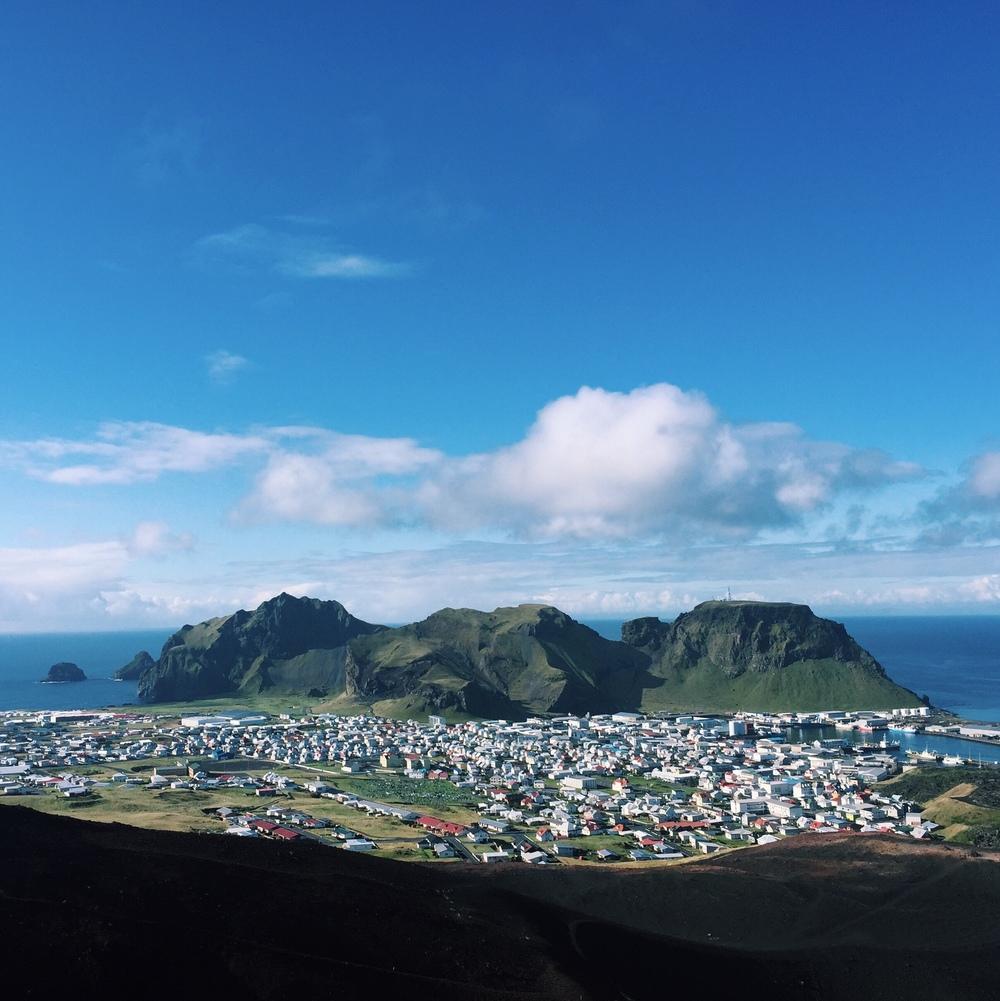 REVOLUSJON:Det siste året har mange islandske kvinner fortalt om hvordan de har blitt voldtatt eller seksuelt misbrukt. Da en lokal politimester forsøkte å fortie at det skjedde voldtekter på festivalen Þjóðhátíð på øya Vestmannaeyjar, løftet debatten seg til nye høyder. Foto: Kristine Hoff