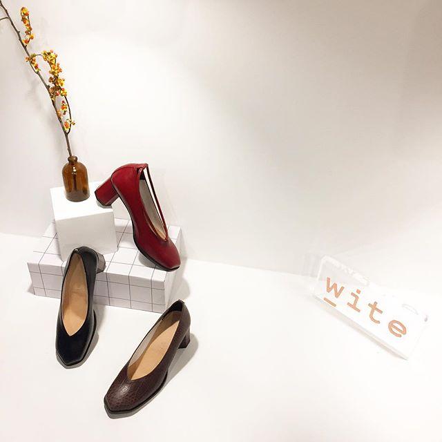 Studio WITE ✨ _ 성동구 아차산로11길 11, 402-1호  _ RSVP 📞 070.4028.4897 쇼룸은 예약제로 운영됩니다.  _ #wite #shoedesigner  #shoedesign #showroom #photooftheday #lookbook #winter #shoes  #pumps #instamood #korean #designer #디자이너슈즈  #슈즈 #와이트