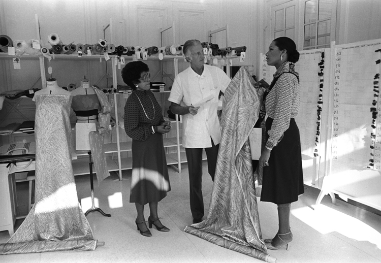 Hubert de Givenchy avec Eunice et Linda Johnson from Ebony Magazine, 1973