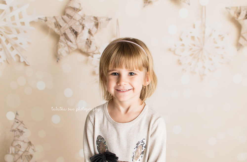 christmas-and-holiday-pictures-in-parma-ohio-44130---pricing-and-info-for-mini-sessions-near-cleveland-ohio.png