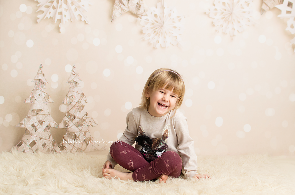 christmas-minis-in-parma-ohio-44130---holiday-pictures-in-2017-family-photographer-parma-heights-ohio-resized.png
