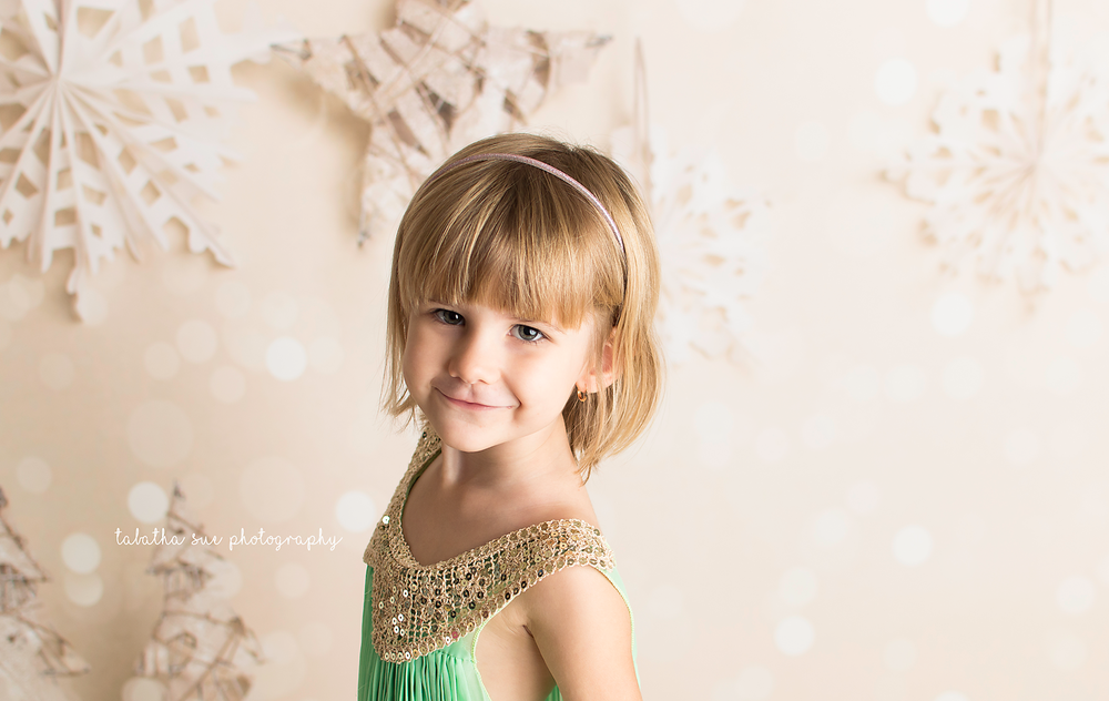 christmas-minis-in-parma-ohio-44130---holiday-pictures-in-2017-family-photographer-parma-heights-ohio-green-dress.1500png.png