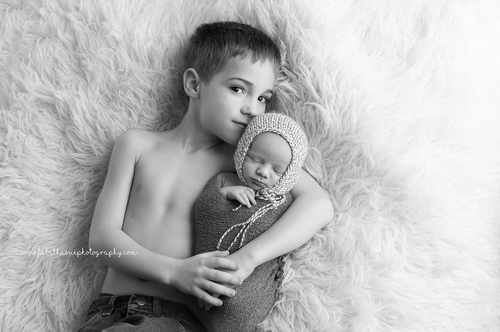 newborn-and-big-brother-sibling-photshoot-with-baby-boy-cleveland-ohio.png