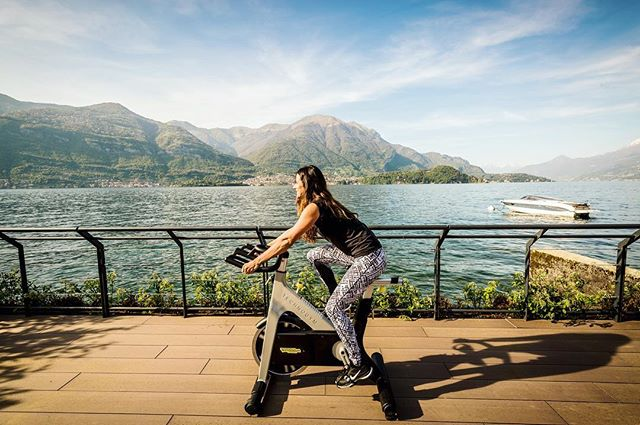 The perfect workout location wearing @teameverysecond activewear 👌🏻 #lakecomo @filariohotel #everysecondcounts #spin #workout #outdoorgym #italy #retreat #fitnessretreat #fitness #technogym #activewear #getfit #fitfam #workoutmotivation #amazinglocations #travelandleisure #mondaymotivation @sallydixon