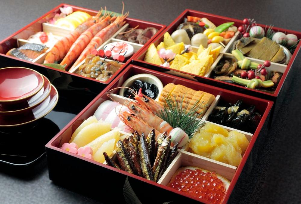 Osechi ryôri お節料理 , le repas traditionnel familial de Nouvel An, pour saluer les déités de l'année, appeler la bonne fortune, une bonne santé et la longévité..   - photo courtesy & copyright © Toyo Keizai