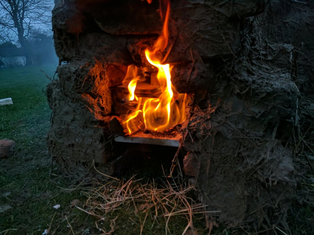 Fitted the wood burning chamber with a shelf to allow the embers to drop down and get air into the flame.
