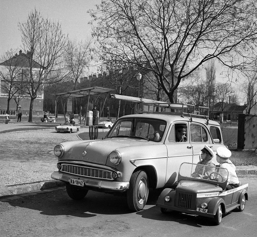 Fotó: Gyermek tér, gyermek közlekedési park, Budapest XIII. ker., Magyarország, 1964 © Fortepan