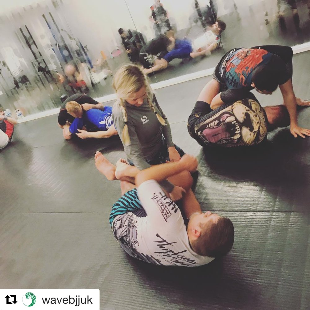 Nogi - Submission Grappling  - Nogi is a dynamic form of grappling with submissions that allows for a faster flowing game. As a lot of the nogi rules vary from BJJ this gives you new submissions such as leglocks and headlocks that are either not allowed or harder to pull off in the gi.