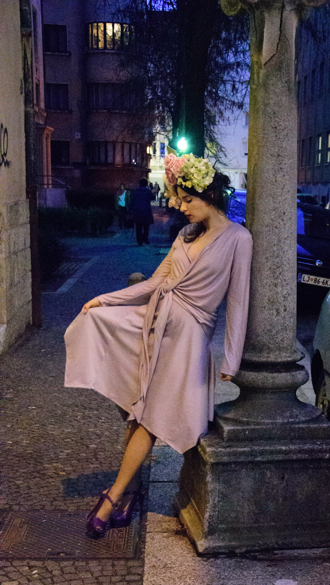 obleka Nelizabeta  rože Moimoi