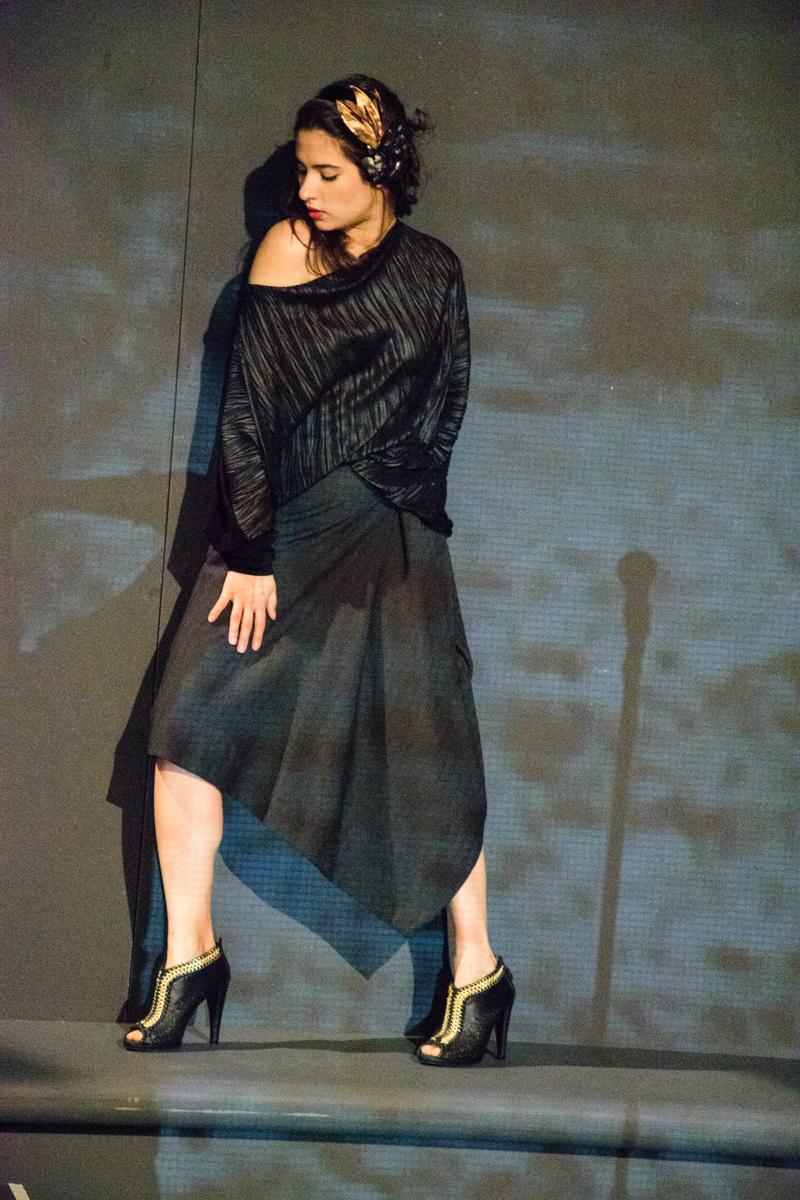 majica Renata Bedene  krilo Nelizabeta  usnjena broška Lazovski