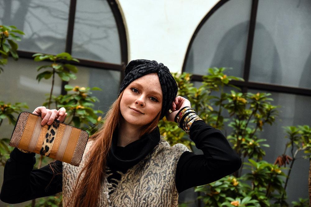 črna tunika Tina Pavlin / brezrokavnik Renata Bedene/turban baraga/pismo torba in zapestnice Zelolepo
