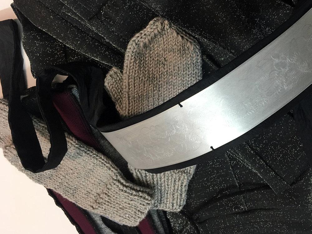 Janja Videc hlače, M88 pas, Firma šal ovratnik, Lolipop rokavice