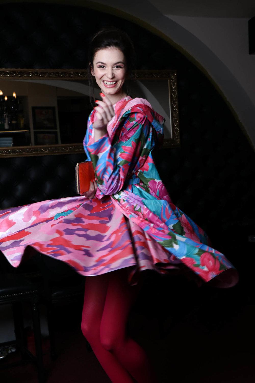 Tina Pavlin / rože plašč / 185 eur   David Bacali / obleka roza / 300 eur  Zelolepo / denarnica / 90eur