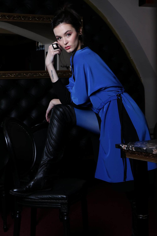 Sui / prstan / 24 eur  NI / modra obleka / 165 eur  Sui / uhani / 16,90 eur