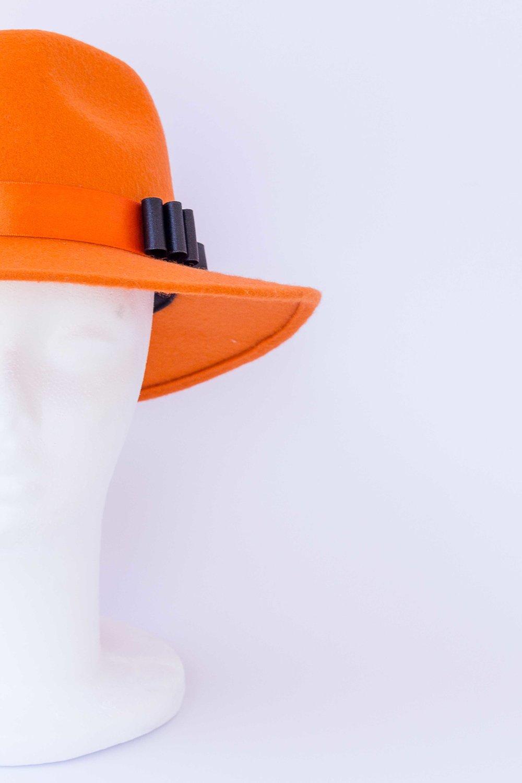 oranžn klobuk1.jpg
