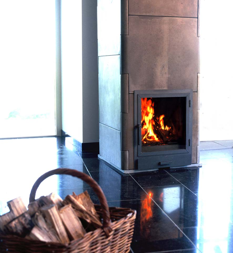 A Fin-oven stores the intense heat of rapidly burnt wood in its concrete mass, slowly releasing warmth over many hours. Photo: Graphics: Illah van Oijen