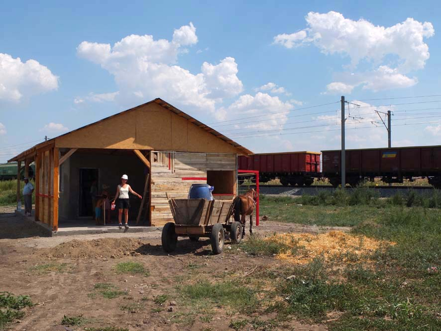 In rural Romania, helping people get a roof over their heads changes many things about life, health, education and overall well-being. Photo: S. Veldhuisen, qenep architecture and product design
