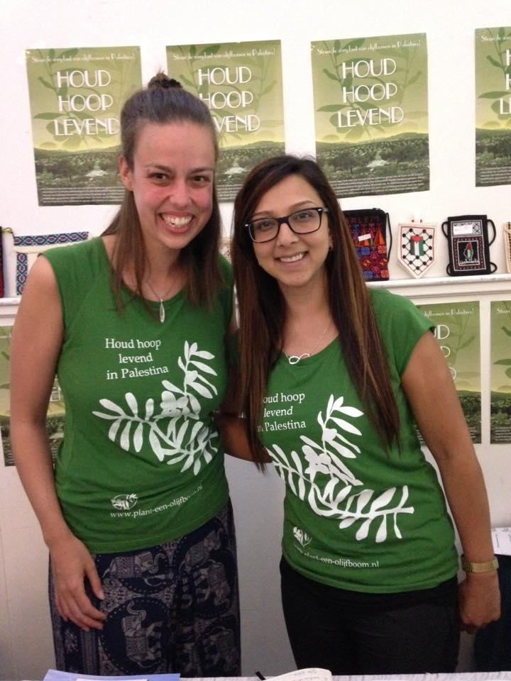 Leila en Esther bij het BarmHartDiner