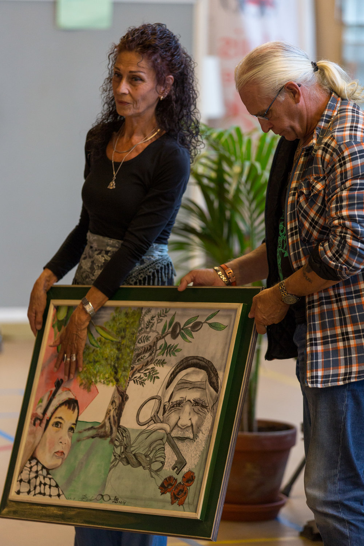Kunstenaars Miriam en Henk van Driel over hun schilderij 'Our children are the future'. Je kunt dit schilderij nog steeds kopen doe je bod voor 27 juni 18:00 uur