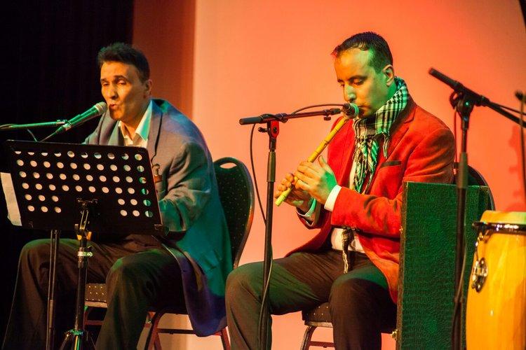 Mouafak Al Jamal speelt luit en zingt, Hamed Alshaabi speelt de Ney fluit